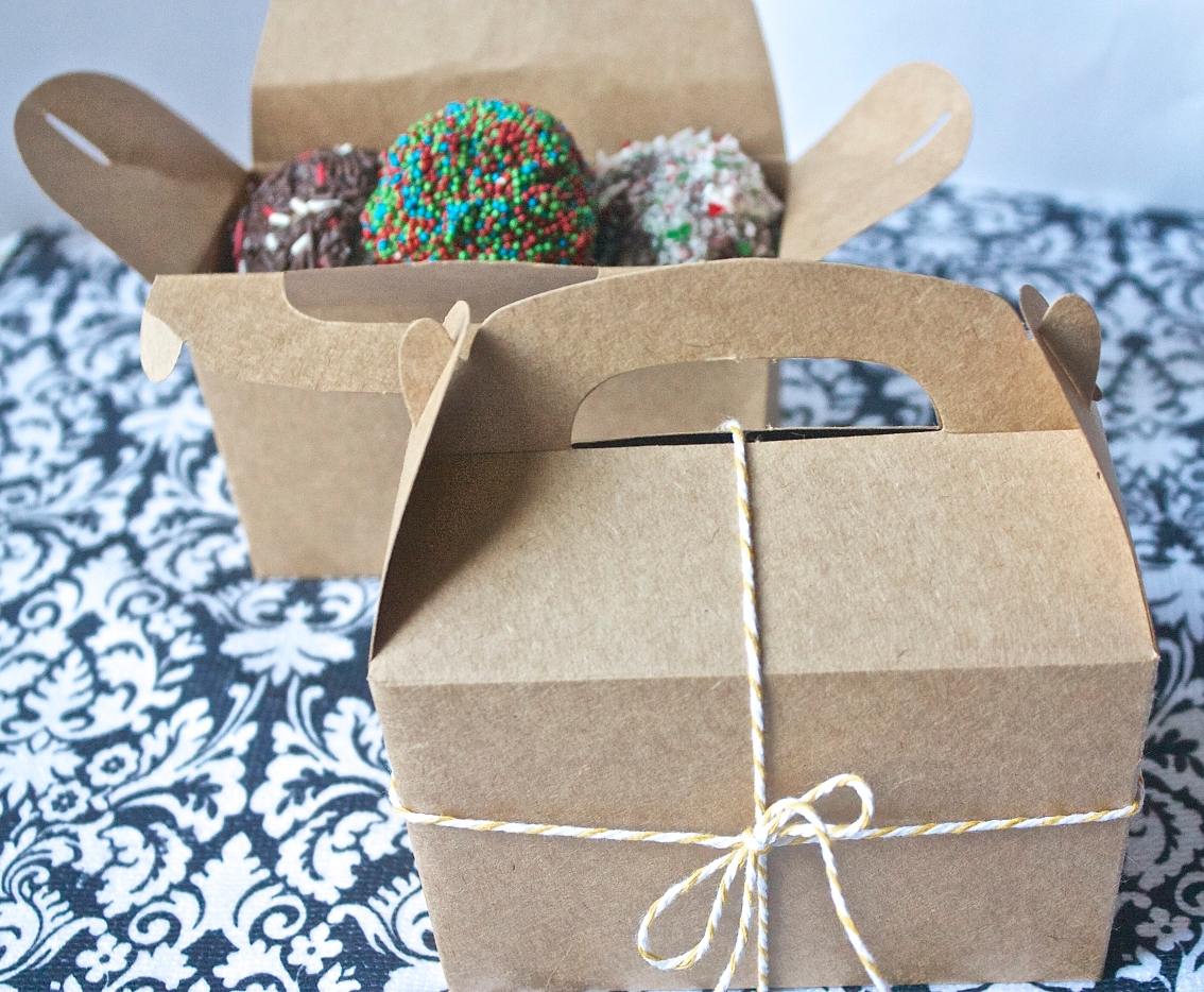 Christmas Doughnut Holes | Christina with Caramel